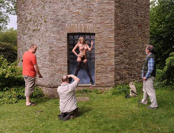 ... with modelling for groups up to full nude including nude in cold and wet ...